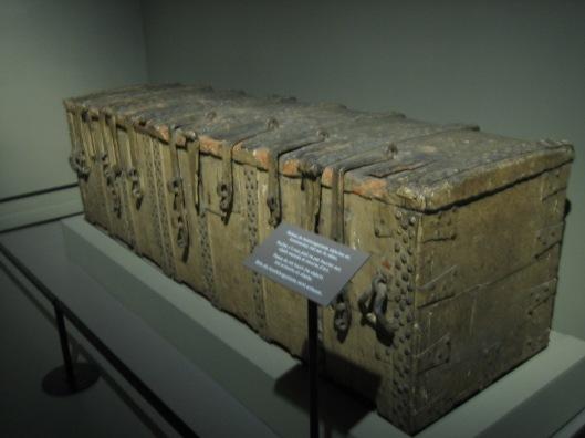 Nog een foto van de middeleeuwse archiefbewaarkist van de stad Antwerpen