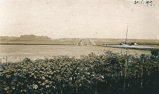 Foto uit 1917 vanaf 't Groot Clooster (latere Hageveld) richting Heemstede met de kwakel over het Heemsteeds Kanaal