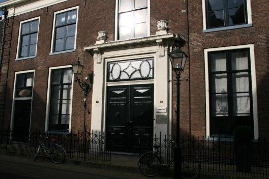 Voorgevel stadsarchief Naarden. Tevens streekarchief voor Bussum, Muiden en Huizen