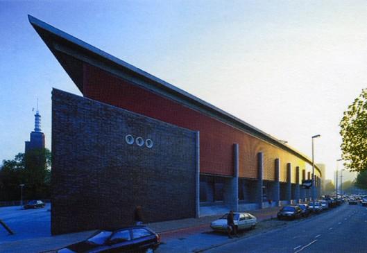 Het Nederlands Architectuur Instituut (NAI) met archief en bibliotheek is in 1993 ontworpen door Jo Coenen