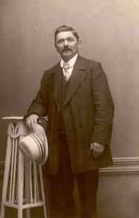 Foto van H(endrik) N.Ouwerling (1861-1932) uit omstreeks 1928