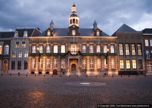 Het archief is in het gemeentehuis van Roermond gehuisvest