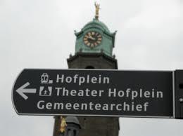 Voor het stadhuis aan de Coolsingel wordt verwezen naar het huidig gemeentearchief in Rotterdam