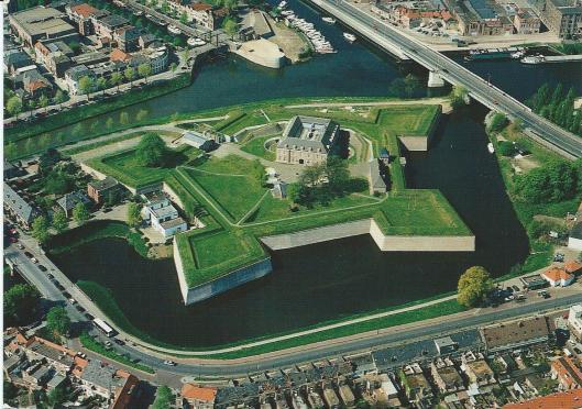 Het Rijksarchief in Noord-Brabant, na een grondige interne verbouwing gehuisvest in de Citadel te 's-Hertogenbosch