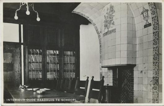 Interieur oude raadhuis van Schoorl met archiefkasten