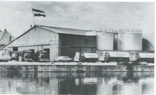 De oude loodsen van de Gebr. Teeuwen aan de Haven zijn in 1937-1938 vervangen door een opslaghal van 3.200 vierkante meter. Na instorting van de kolenmarkt is men op olie overgeschakeld en na introductie van het aardgas volgde geleidelijke sluiting van vrijwel alle kolenhandels in de regio met uitzondering van Zwarter in de Raadhuisstraat.