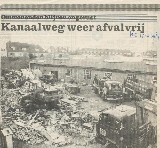 In de jaren tachtig van de vorige eeuw was het bedrijfsterrein van De Jong een steen des aanstoots voor de omgeving. Eind 1989 keerde de rust terug nadat de enorme berg afval was verdwenen (Heemsteedse Courant van 25-10-1989).