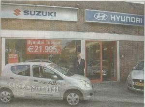Directeur Harry Kunst voor de Suzuki en Hyundai garage, Havenstraat 51, in 2009 (foto Ton van den Brink)