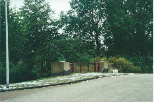 De Bronsteebrug in Heemstede met smeedijzeren hek van