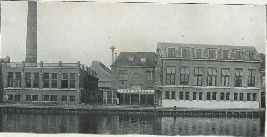 Gezicht op de fabriek van de Gebrs. Merens in Haarlem uit 1918