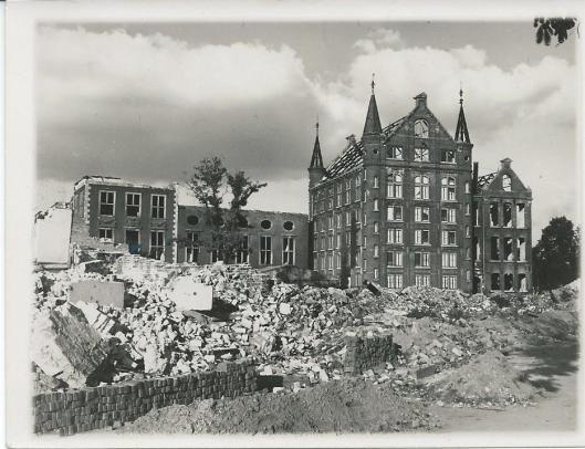 Rijksarchief Arnhem in 1945 na de bombardementen.