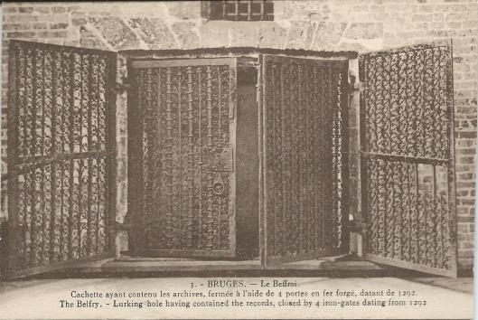 Brugge: het Belfort, kassen waarin de stadsarchieven bewaard werden afgesloten door 4 ijzeren deuren, teruggaande tot 1292