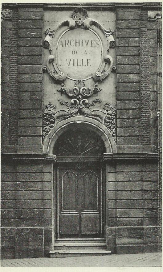 De entree van de archieven in het oude stadspaleis uit 1735 van Tournai (Doornink)
