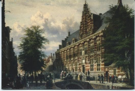 Gezicht op de Turfmarkt en de Kanselarij te Leeuwarden. Schilderij van Cornelis Springer, 1873 (Fries Museum).. Vanaf 1566 was hier het Hof van Friesland gevestigd, zetel van het hoogste gerecht in Friesland. Voor 1966 was in het gebouw het Rijksarchief van Friesland gehuisvest, het archief beneden en de provinciale bibliotheek op bovenverdieping, waar zich eertijds de boekerij van het Hof van Friesland bevond.
