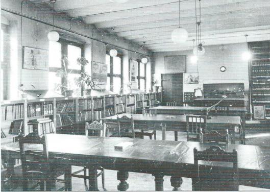 Voormalige leeszaal stadsachief Antwerpen, 1960. In 1794 bepaalde het Franse bestuur dat de archieven beschikbaar moesten zijn voor onderzoekers. Zij konden terecht in de leeszaal op de derde verdieping van het stadhuis