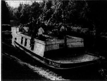 Foto van de schuit' de Zwerver' in de Haven van Heemstede (Het Volk, 7-4-1941)