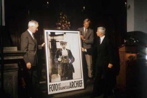 Expositie van het Spaarnestad Photoarchief in Haarlem, in 1986, na verzelfstandiging van het fotorarchief door de VNU-Tijdschriftengroep. Tegenwoordig bevindt de miljoenencollectie foto's te vinden in het Nationaal Archief Den Haag.