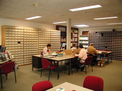 De studiezaal in het streekarchief van Voorne-Putten en Rozenburg