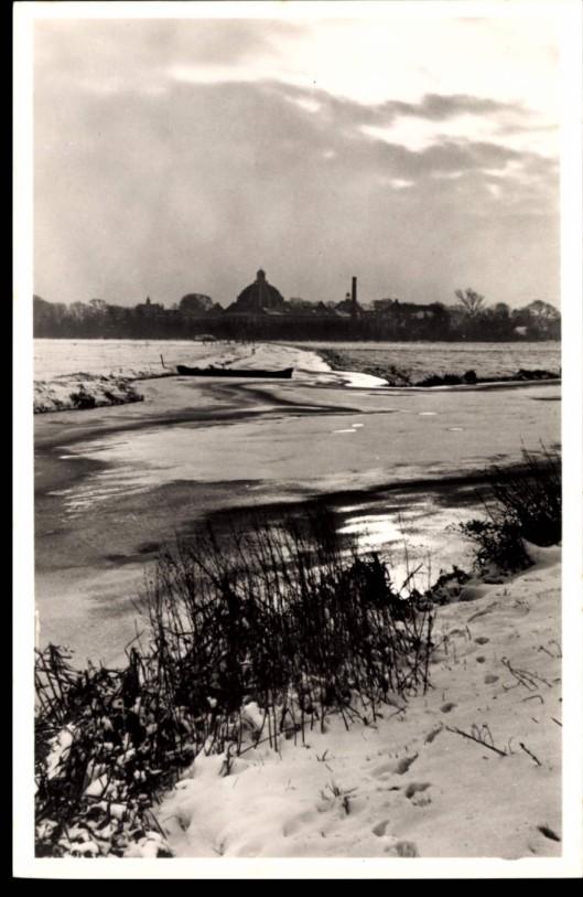 Winterstilte. Het Heemsteeds Kanaal met zicht op Hageveld in december 1955