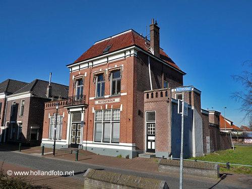 Vm. nutsgebouw in Delft (foto www.hollandfoto.net)