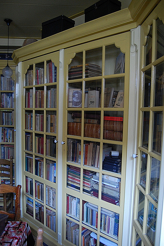 Boekenkast van nutsbibliotheek Groede (Henk Kosters, 2008)