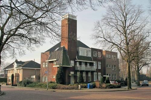 De voormalige biblioitheek, het huidige eoomcomplex in Hoogezand op een recente foto