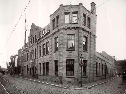De nieuwe en laatste Nutsspaarbank in de Jansstraat te Haarlem, in 1928 betrokken.