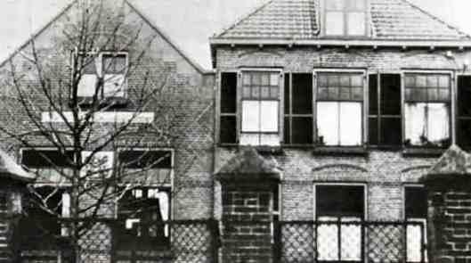 Vm. nutsgebouw dep. Vollenhove. In 1868 opgericht door baronesse Dibbetz-Sloet met spaarbank, kleuterschool en bibliotheek (Henk van Heerde)