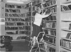 Interieur nutsbibliotheek Groningen in 1970 (Beeldbank Groningen)