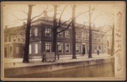 Nutsgebouw aan de Steenschuur in Leiden