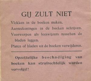 Ingeplakte vermaning in een boek van de Reizende Volksbibliotheek, centraal depot Amsterdam