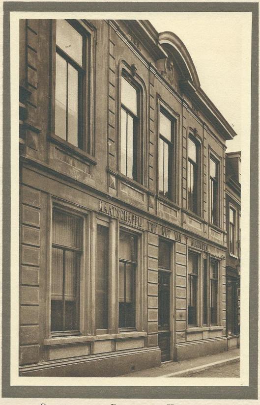 Het Nutsgebouw in de Zijlstraat te Haarlem waar de spaarbank van 1872 tot 1911 was gevestigd.