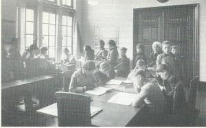 Kinderleeszaal van het Nut in het Koloniaal Instituut Amsterdam, circa 1930
