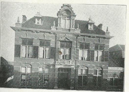Nutsgebouw met bibliotheek in Alphen aan de Rijn