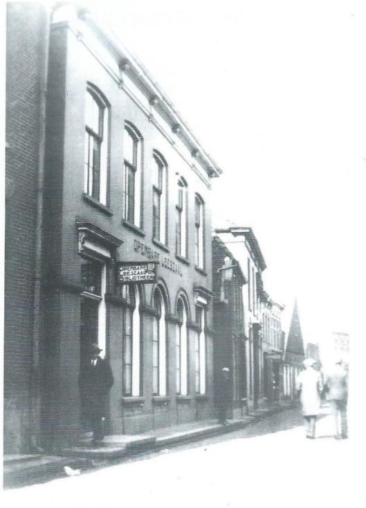 In 1853 is het departement Winterswijk van het Nut heropgericht en in 1873 is de volkbibliotheek van het Nut aldaar hernieuwd ingericht. In 1918 nam het departement het initiatief om tot een openbare leeszaal te komen, Deze kon op 25 april 1923 in de Meddosestraat worden geopend.