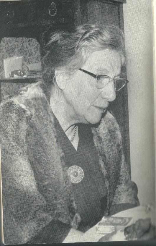 Louise M.Boerlage, hoofd van de Nutskinderleeszaal in Amsterdam.