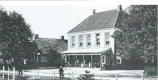Logement Wielens in Emmen waar het bestuur van het in 1885 opgerichte departement Emmen vergaderde en ook een kleine bibliotheek was gevestigd