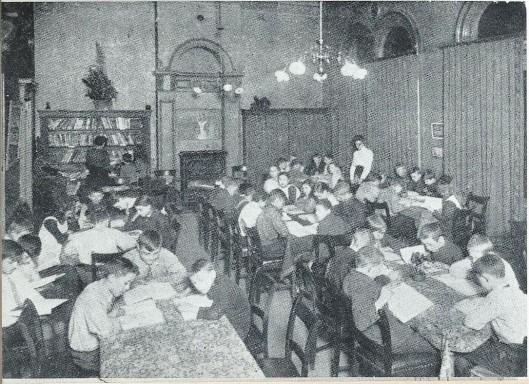 De eerste leeszaal voor jongens en meisjes van het Nut in Rotterdam