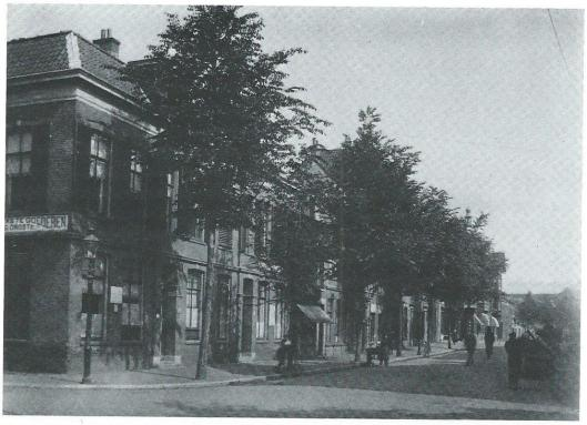 Na een eerste aankoop in 186 ontstond door voortdurende uitbreidingen en nieuwbouw een Nutskwartier in Haarlem begrensd door de Zijlstraat, Gedempte Oude Gracht, Raaks en Korte Zijlstraat. Dit was het front omstreeks 1915 aan de Gedempte Oude Gracht, hoek Raaks, waar later het hoofdpostkantoor is gebouwd.