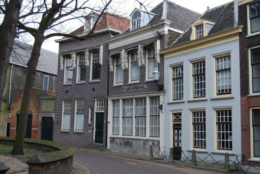 De volksbibliotheek van het Nut in Vlaardingen is in 1886 opgericht en deze werd gevestigd in de stadsschool.