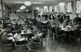 Interieur van leeszaal kinderen in de Wijdesteeg