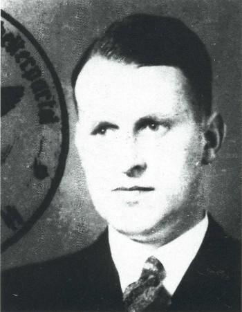 Ingenieur Hans Krammler (geboren in 1901) was verantwoordelijk voor de lanceerinstallaties van zowel V-1 als V-2 in ons land. Als officier van de SS maakte hij op 1 maart 1945 nog promotie in de rang van SS-Obergruppenführer. Hij gaf bevel tot bouw (en afbraak) van de V-i installaties in Vogelenzang (foto NSDAP 1932/Wikipedia).