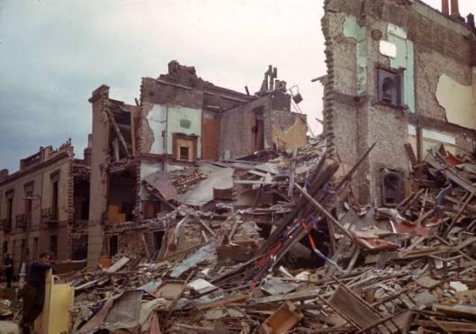 De schade in een Londense woonwijk nadat hier in juli 1944 een vliegende bom explodeerde, waarbij 38 doden en 124 gewonden vielen.