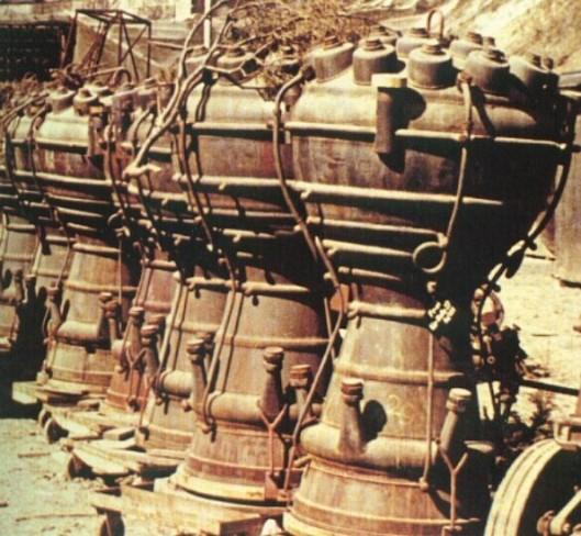 Mallen gebruikt voor de rakettenbouw zoals aangetroffen door de bevrijders van de geheime Dora-Mittelbau fabrieken