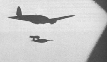 Een net gelanceerde V-1 boven de Noordzee richting Engeland door een Heinkel 111