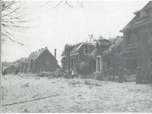 Min of meer ernsrig beschadigde huizen aan de Kerklaan in Heemstede na de ontploffing 15 november 1944