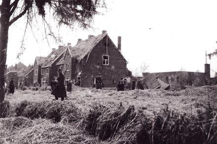 De ravage aan de Kerklaan na de ontploffing 15 november 1944