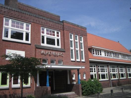 De school Valkenburg (vm. Aloysiusschool) aan de Molenwerfslaan in Heemstede