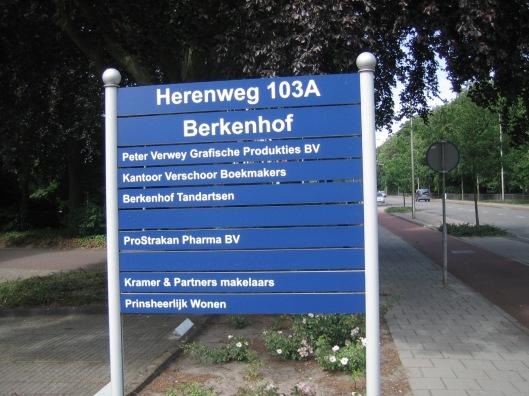Op de plaats van het adres Herenweg 103a in 2015 gevestigde ondernemingen, waaronder Verschoor Boekmakers.