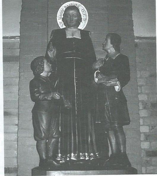Beeld van ordestichter J.B.de la Salle in de St. Bavokerk te Heemstede. Een schenking door John van den Putten. Het beeld is in 2006 gerestaureerd door meester-timmerman Willem van den Berg en afkomstig uit het noviciaat Groot-Bijgaarden in België, en in 1923 te Gent vervaardigd.